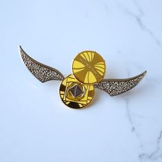 ENAMEL PIN - Snitch – LitJoy Crate Harry Potter Items, Harry Potter Merchandise, Litjoy Crate, Snitch, Pin Collection, Crates, Cufflinks, Give It To Me, Stone