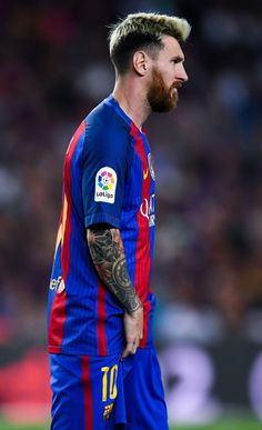 Lionel Messi of FC Barcelona reacts injured during the La Liga match between FC Barcelona and Club Atletico de Madrid at the Camp Nou stadium on September 21, 2016 in Barcelona, Catalonia.