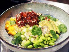 Poké bowl med marinerad lax | Recept från Köket.se Poke Bowl, Cobb Salad, Potato Salad, Salmon, Seafood, Yummy Food, Lunch, Fish, Ethnic Recipes