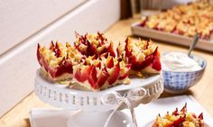 Saftiger Pflaumenkuchen mit knusprigen Marzipan-Mandel-Streuseln vom Blech