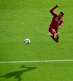 Liverpool Football Club, Liverpool Fc, Cristiano Ronaldo Lionel Messi, Premier League Champions, Burnley, Bobby, Alexander Arnold, Supreme Wallpaper, Scores