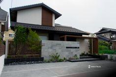 建物と合わせない門袖 Japanese Architecture, Architecture Design, House Yard, Minimal Home, Facade House, Interior Styling, Exterior Design, Entrance, Cool Designs
