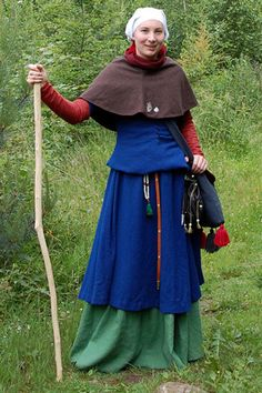 sleeveless kirtle - I LOVE LOVE LOVE this ensemble!! So cool! - Bettinas pages