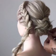 For more braid videoo tutorials just visit our website! For more braid videoo tutorials just visit our website! Box Braids Hairstyles, Wedding Hairstyles, Updos Hairstyle, Hairstyles Videos, Elegant Hairstyles, Braids Tutorial Easy, Braid Tutorials, Braids Easy, Hair Tutorial Videos