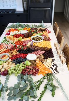 Charcuterie Recipes, Charcuterie Platter, Charcuterie And Cheese Board, Charcuterie Display, Cheese Boards, Appetizers Table, Appetizer Recipes, Baby Shower Appetizers, Wedding Appetizer Table