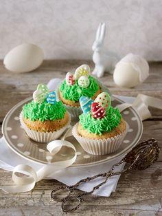 Eine tolle Oster-Leckerei: Cupcakes mit grünen Osternestern