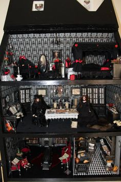 haunted dollhouse Gothic dollhouse by Nightfall miniatures Gothic dollhouse by Nightfall miniatures Haunted Dollhouse, Haunted Dolls, Dollhouse Dolls, Dollhouse Miniatures, Dollhouse Ideas, Haunted Houses, Halloween Miniatures, Halloween Doll, Halloween House