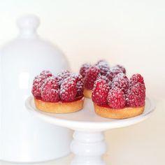 Cakes in the city: Tartelettes financiers aux framboises