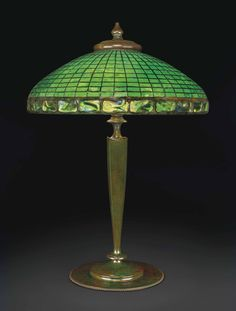 TIFFANY STUDIOS A GEOMETRIC TABLE LAMP, CIRCA 1910