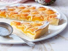 Aprikosen-Tarte mit Mandelcreme Our popular recipe for apricot tart with almond cream and over more free recipes on LECKER.de, Apricot cake with mandeApricot tartSummery apricot tart Coconut Recipes, Tart Recipes, Cupcake Recipes, Snack Recipes, Dessert Recipes, Almond Cream Recipe, Ice Cream Recipes, Easy Smoothie Recipes, Easy Smoothies