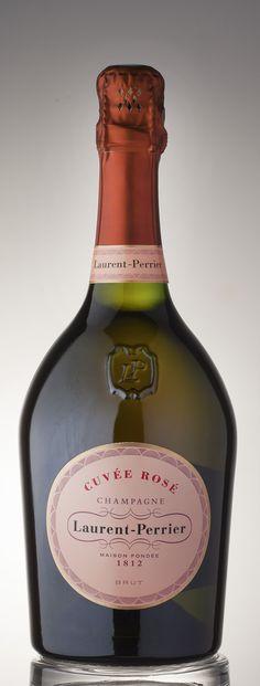 """Notre palmarès des champagnes rosés (""""Terre de Vins"""" n°26) est disponible en ligne. C'est déjà Noël. http://www.terredevins.com/awards/champagnes-roses/"""