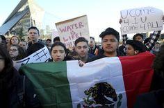 Un sondeo apunta a que la xenofobia de Trump desató un récord de voto latino. 'Latino Decisions' indica que salieron a votar al menos dos millones de hispanos más que en 2012. Pablo de Llano | El País, 2016-11-13 http://internacional.elpais.com/internacional/2016/11/12/estados_unidos/1478990549_595498.html