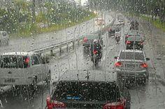 Chuva complica o trânsito na manhã desta terça-feira em Florianópolis +http://brml.co/1MpX9Yv