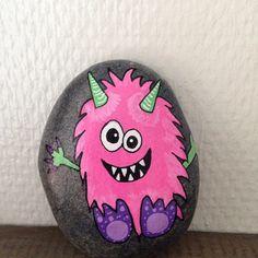 Jeg er et lille farligt pige monster 😋 #monster #pink #rocks #ro #rockdrawing #posca #paint #paintedrocks #paintedstones #artstones #afslapning #sten #stones #stoneart #stonedrawing #stonepainting #stenfrastranden #handmade #happiness #kreativitet #loveit #maledesten #malerstenfrastranden