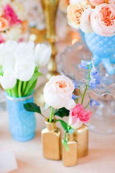 Gold vases wedding reception decoration by Floral Fauna. Pink Blue Weddings, Gold Vases, Blue Vases, Colored Vases, Gold Spray Paint, Wedding Reception Decorations, Wedding Venues, Decoration Table, Event Design