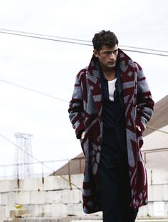 Wool and Vicuña 'Blanket' Coat, by Burberry Prorsum Foto Fashion, Mens Fashion Blog, Best Mens Fashion, Fashion Outfits, Fashion Design, Male Fashion, Mens Winter Coat, Mens Fall, Bohemian Style Men