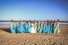 Traje de noiva -Coroa de flores - Look criativo para - casamento na praia - madrinhas - outside wedding - madrinhas de azul - wedding at the beach - bridesmaid - inesquecível casamento