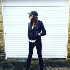 """143.1k Likes, 1,053 Comments - Eleanor Calder (@eleanorj92) on Instagram: """"✌️"""""""