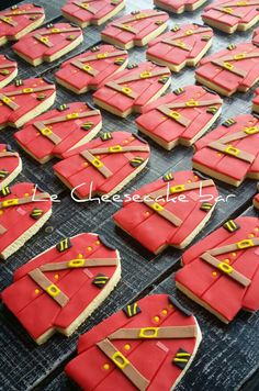 Mountie cookies from Abigail's Cafe! Fun Cookies, Cake Cookies, Sugar Cookies, Decorated Cookies, Cupcakes, 70th Birthday, Birthday Cookies, Birthday Ideas, Canadian Things