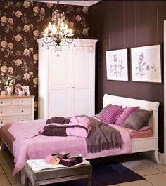 O Marrom pode ser usado em quartos de adolescentes e adultos. Aqui foi usada a combinação de tons de rosa com marrom e branco.