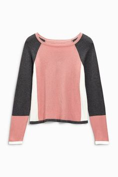 I liked the colour blocking on this- v flattering. Could be worn with jeans or black trousers for day to day. Wear with oversized pearl earings for a bit of a lift