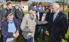 Caritas-Präsident Michael Landau und KURIER-Chefredakteur Helmut Brandstätter mit KURIER AID AUSTRIA auf Serbien-Besuch (Serbien, 08.10.2014, Foto: Jeff Mangione)