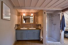 Prodej chalupy v Krkonoších :: Reality 1788 Kitchen Design, Rustic, Interior Design, Mirror, Bathroom, Inspiration, Furniture, Design Ideas, Home Decor