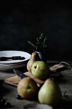 Pratos e Travessas: Galette de peras, mirtilos e alecrim # Pear, blueberry and rosemary galette | Food, photography and stories