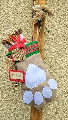 Patitas decorativas navideñas para mascotas @chicoca_deco #deconavidad #navidaddeco #catlovers #doglovers #botasnavideñas #botasnavideñasmascotas