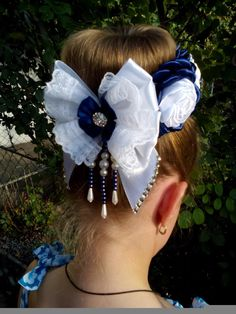 Одноклассники Ribbon Work, Ribbon Hair, Hair Bows, Chiffon Flowers, Fabric Flowers, Bun Wrap, Felt Bows, Hair Decorations, Lace Hair