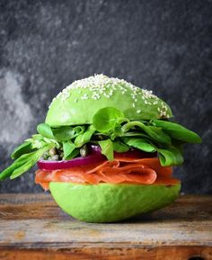 Loaded Smoked Salmon Sandwich on an Avocado Bun - with Truffle Mayo (in the avocado pit holes), Capers, Red Onion and Lettuce Lettuce Recipes, Avocado Recipes, Raw Food Recipes, Cooking Recipes, Healthy Recipes, Smoked Salmon Sandwich, Avocado Burger, Avocado Food, Avocado Art