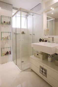Sugestão de SilMez Nichos em vidro transparente expõe seus produtos com classe!! Bancada proporciona bom armazenamento e Pia ampla garante conforto!