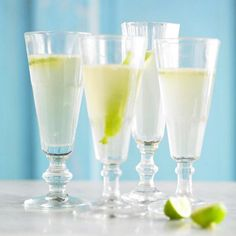 We think these Sparkling Margaritas are perfect for a Cinco de Mayo celebration! See more outdoor party ideas: http://www.bhg.com/holidays/mothers-day/recipes/host-a-cinco-de-mayo-celebration/#page=5