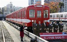 アルゼンチンから20年ぶりに戻り、報道陣に公開された東京メトロ丸ノ内線の500形電車=27日午前、東京都中野区