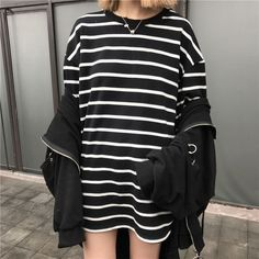 3/4-Sleeve Striped Loose-Fit Long T-Shirt (47 BRL) ❤ liked on Polyvore featuring tops, t-shirts, 3/4 sleeve tee, striped tee, three quarter sleeve tops, 3/4 length sleeve tees and gray t shirt