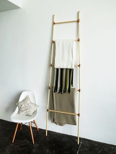 DIY wooden and copper blanket ladder | Ohoh Blog - diy and crafts