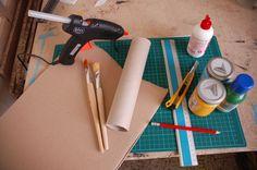 Cornice fai da te con il cartone riciclato, il tutorial   L'occorrente   FOTO Plastic Cutting Board, Tutorial, Tableware, Frame, Amelie, Hobby, Carton Box, Moldings, Ideas
