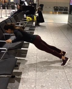 "Páči sa mi to: 10.6 tis., komentáre: 380 – Alexia Clark (@alexia_clark) na Instagrame: ""Next level London airport circuit! After a 10hr flight I needed move!! 4 ROUNDS - 40 seconds on 20…"""