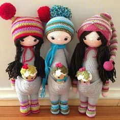 Love these cute crochet pajama girl dolls! One piece pajama: kangaroo body outfit pattern by Lalylala! - I've been eyeing this pattern and this is exactly what I want to do with it first, so excited! Crochet Amigurumi, Knit Or Crochet, Amigurumi Doll, Crochet Crafts, Crochet Projects, Knitted Dolls, Crochet Dolls, Doll Patterns, Crochet Patterns