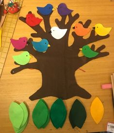 Adding to my Big Ol Tree with 10 little birds! Thanks for the tree pattern Flannel Board Stories, Felt Board Stories, Felt Stories, Flannel Boards, Tree Crafts, Felt Crafts, Diy And Crafts, Crafts For Kids, Felt Tree