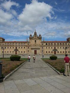 Colegio de Nuestra Señora de la Antigua, más conocido por Colegio PP. Escolapios #MonforteDeLemos #Lugo #Spain by @alan_raccoon via Twitter
