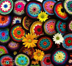 Colorindo, círculos de crochê by Lidia Luz, via Flickr