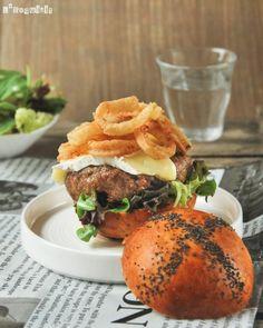 Hamburguesa con brie y cebolla marinada y frita…os apuntáis a probarla?