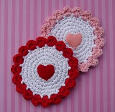 Candy Hearts Coaster by Doni Speigle. These would be beautiful on my table under my red wine glasses!  ♥ⓛⓞⓥⓔ♥ these and thanks for sharing, Doni!  #crochet #hearts #valentine #love