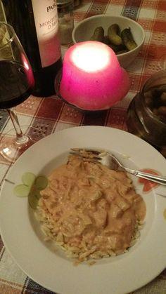 Estrogonofe de berinjela Molho de tomate, creme de leite, berinjelas, cogumelos, arroz e batata frita