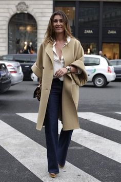 Mademoiselle Agnes Chemise blanche & manteau beige