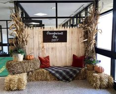 """Photo backdrop for families to take pics. We could have the sign say: """"Sandburg Elementary Fall Carnival"""" Fall Festival Decorations, Fall Festival Games, Picture Backdrops, Diy Photo Backdrop, Fall Photo Booth, Coin Photo, Fall Harvest Party, Fall Carnival, Photos Booth"""