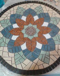 Lindo, Mosaic Planters, Mosaic Garden Art, Mosaic Tile Art, Mosaic Artwork, Mirror Mosaic, Mosaic Diy, Mosaic Crafts, Mosaic Projects, Mosaic Glass