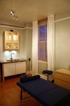Massage Therapy Rooms, Massage Room, Spa Massage, Facial Massage, Foot Massage, Massage Tips, Neck Massage, Massage Clinic, Massage For Men