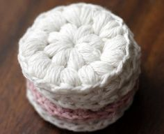 Cotton Wool Pads Free Crochet Pattern Free crochet pattern for these DIY washable makeup remover pads on .ukFree crochet pattern for these DIY washable makeup remover pads on . Crochet Home, Crochet Gifts, Free Crochet, Knit Crochet, Cotton Crochet, Puff Stitch Crochet, Crochet Simple, Easy Crochet Patterns, Knitting Patterns